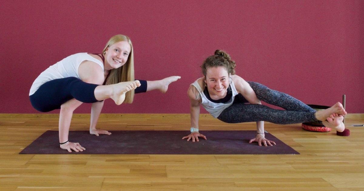 Yoga Armbalance Workshop mit Michèle & Alessia in Basel
